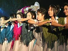 泰國:聖誕音樂會為難民兒童募捐玩具