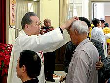 台灣:天主教徒春節慰問思鄉老兵