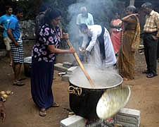 斯里蘭卡信徒為國家免受饑荒祈禱 thumbnail