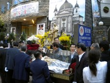 鮑思高聖髑在台北掀起「粉絲」熱潮