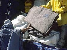 阿富汗:教會機構捐款助老弱傷殘者過冬