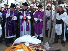 中國:信眾在嚴寒與監控下送別姚良主教