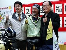 單車老騎士從台灣騎向世界教堂朝聖