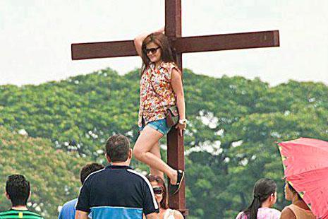 菲國網上「釘十字架」照片激怒基督徒