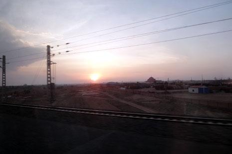 參觀北京大學、天壇,體驗十六小時長途火車
