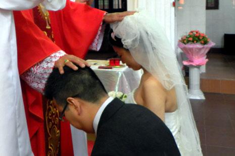 「五一二」川震紀念中的婚禮