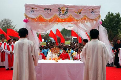 天津教區六十年來首辦聖體大會