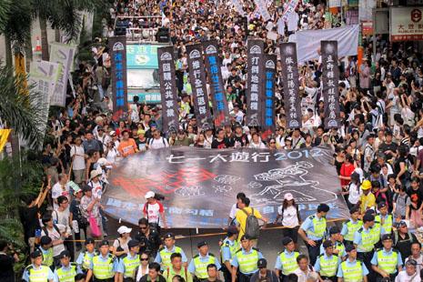 四十萬香港市民遊行高呼新特首下台