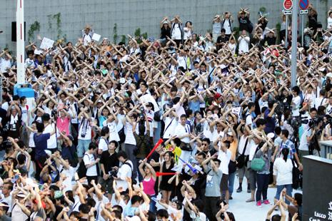 香港家長孩子抗議洗腦式國民教育