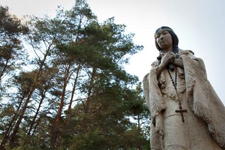 美國土著教友預備真福嘉德麗宣聖