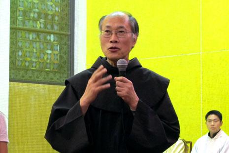 香港教育局再作讓步,神父指是誤導公眾