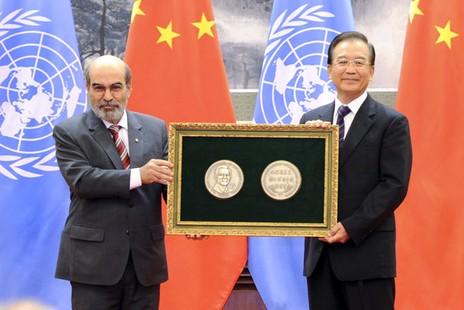 中國總理獲農民獎,教友冀政策真正落實
