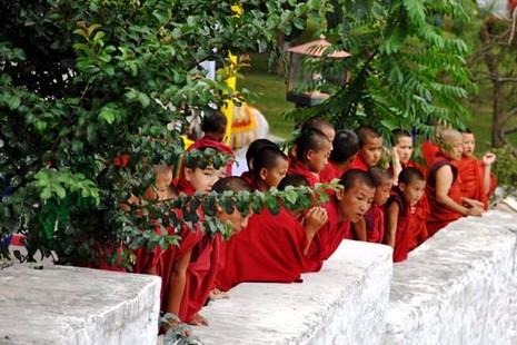 不丹在選舉前夕禁止宗教活動 thumbnail