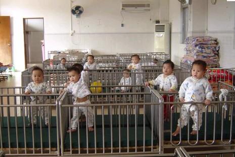 美國天主教夫婦救助一千四百名中國孤兒 thumbnail