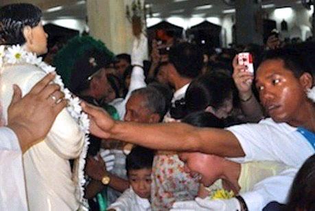 菲律賓新聖人卡隆索德塑像全國巡遊