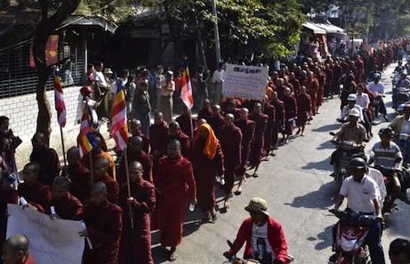 緬甸僧侶抗議遭殘酷鎮壓,要求政府道歉 thumbnail