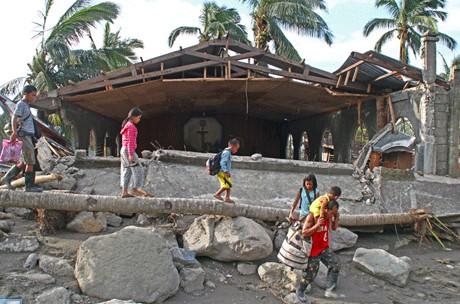 菲國教會緊急呼籲援助颱風災民 thumbnail