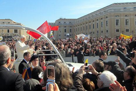 教宗本篤話別群眾,強調始終以教會為先
