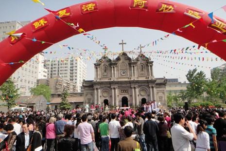 中國教會與政府積極回應教宗方濟各當選 thumbnail