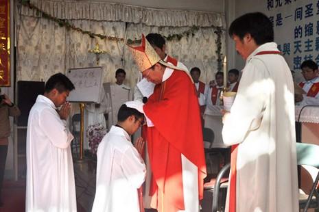 中國非法主教於新教宗就職日祝聖神父