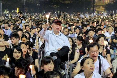 滂沱大雨無阻十五萬人參加六四燭光晚會