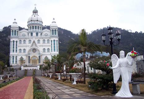 福州著名朝聖地在颱風下慶祝二十周年