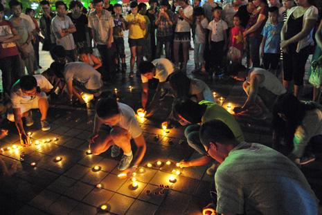 蘭州天主教青年自發為岷縣災民祈禱