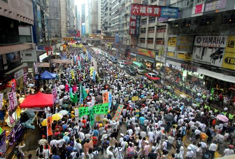 四十三萬香港人風雨不改參加七一大遊行 thumbnail