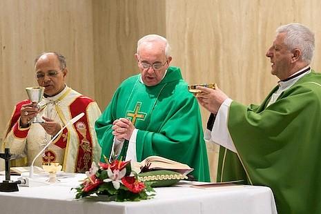 教宗以阿根廷囚犯製造的麵餅舉祭