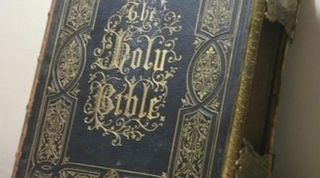 德漢偷《聖經》學英文四十二年後歸還 thumbnail