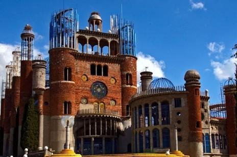 還俗隱修士花五十年用建築廢料興建巨型聖堂