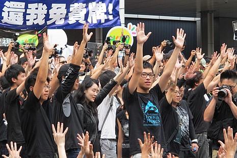 萬人遊行抗議政府發電視牌照欠程序公義