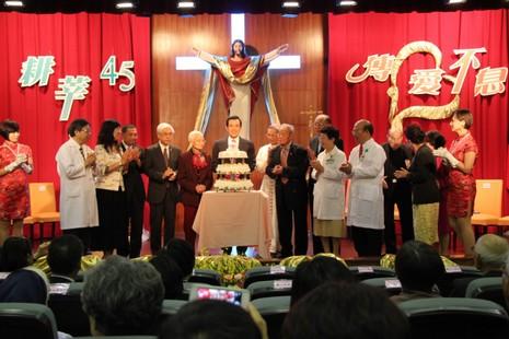 陷政治漩渦的台灣總統在耕莘醫院院慶感受到天主愛 thumbnail