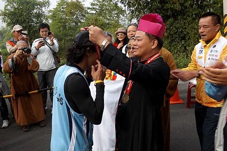跨宗教馬拉松弘揚單國璽樞機活出愛的精神
