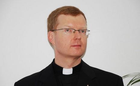 教廷保護未成年人委員會或與耶穌會兒童中心合作