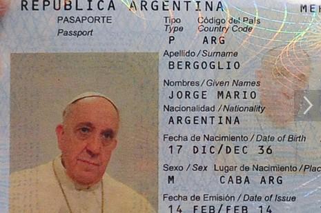 教宗更換阿根廷護照,依正常行政渠道棄特權
