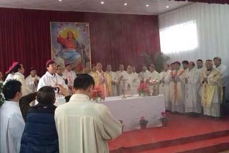 廿一位主教共聚為教友企業家祝福工廠惹爭議