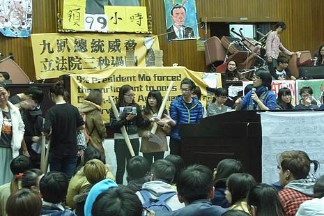 台立法院遭學生佔領期間,教友立委繼續為弱勢發聲