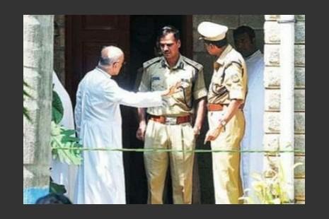 兩名神父和一名男輔祭因神學院謀殺案被捕