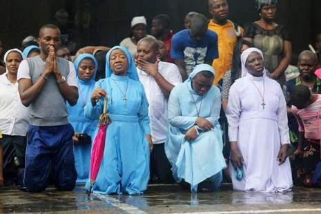 尼日利亞基督徒為被綁架的逾百名女學生禁食