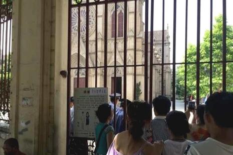 石室教堂傳被放置爆炸品,主教忙安撫受驚教友