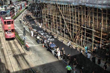 市民黑布圍城抗議政府失信,基督徒祈求天主看顧