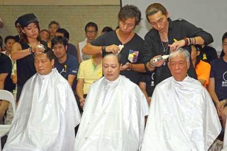 和平佔中發起人削髮展示爭取民主的決心