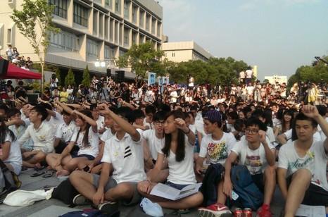 香港逾萬大專學生參與罷課爭取民主