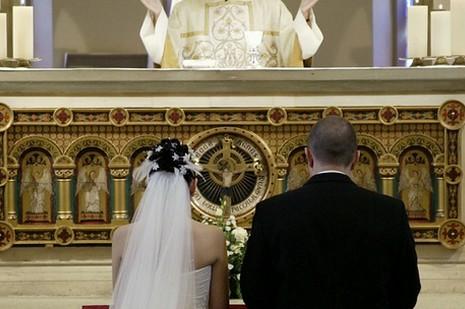 專家辯護教宗讓有「罪」夫婦結婚的決定