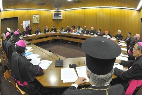 主教會議通過結束文件,為通往來年會議作準備