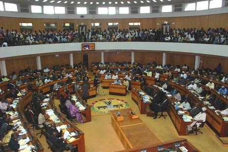 加納主教團譴責國會進口中國製座椅