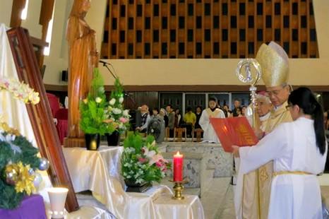 聖女大德蘭手杖聖髑抵台受到信徒歡迎 thumbnail