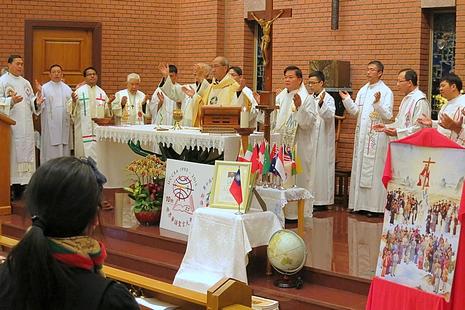 全球華人教友許諾以不同方式全力推廣讀經了解聖言