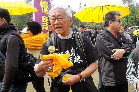 陳樞機遊行爭普選,事前毋忘地下兩主教